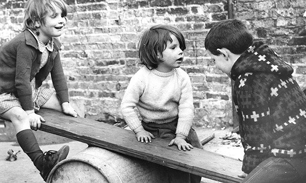 children-playing-seesaw-010